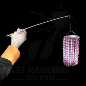 lampions papier avec bâton et bougies